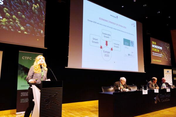 """Holzcluster präsentierte die Steiermark in Barcelona bei der Konferenz """"Bioregions"""" als Best-Practice-Beispiel für Bauen mit Holz."""