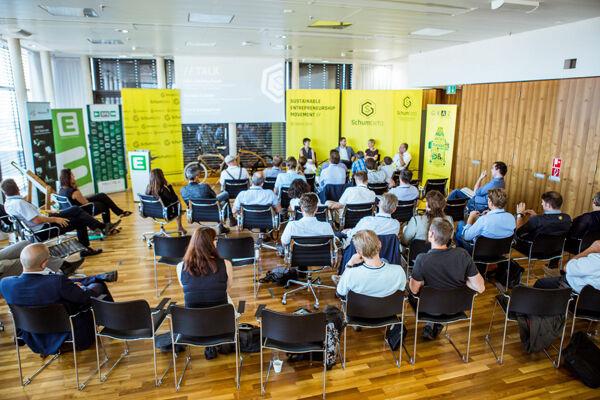 Die Teilnehmer des Schumbeta Forums arbeiten gemeinsam an Lösungen, wie man Herausforderungen nachhaltig lösen kann.