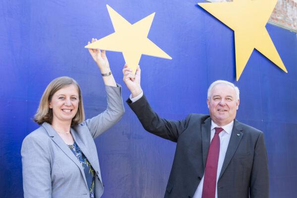 Landesrätin Eibinger-Miedl und Landeshauptmann Schützenhöfer greifen beim EFRE Projekt nach den Sternen