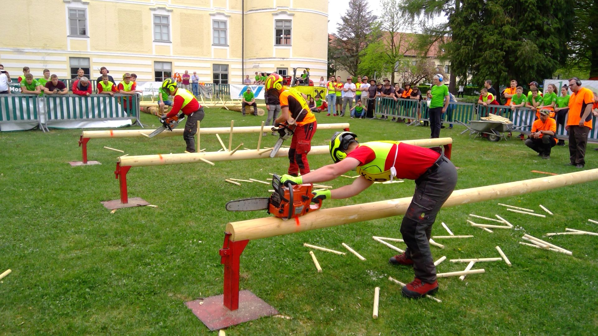 Schüler der HBLA Bruck/Mur duellieren sich bei den Waldsportwettbewerben 2019 beim Entasten.